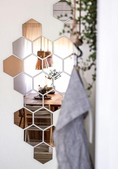 3. Необычные зеркала в виде пчелиных сот