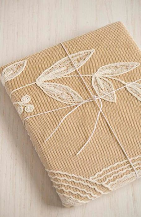 Упаковка, украшенная вышивкой
