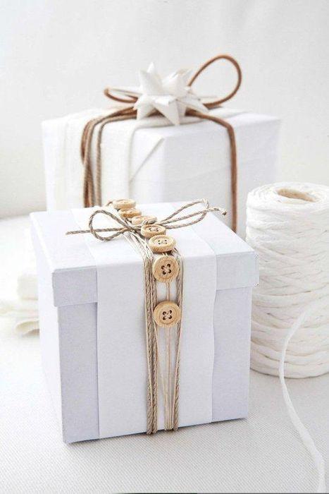 Подарки, украшенные пуговицам
