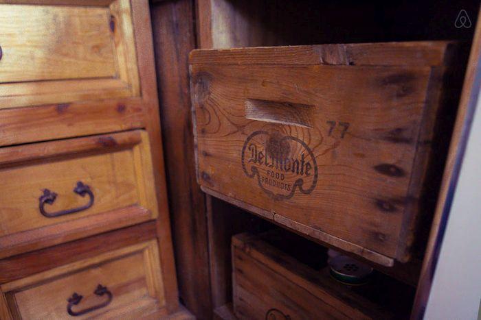 Мебель сделали из старых досок и ящиков