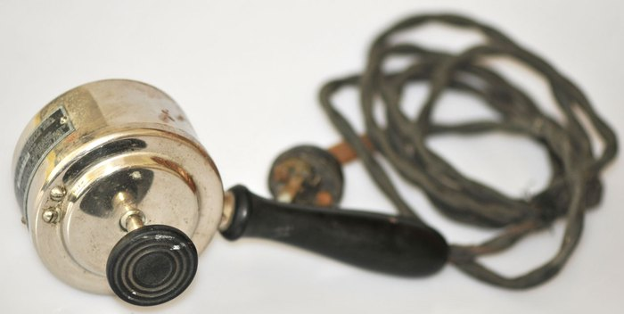 Один из первых ручных электровибраторов.