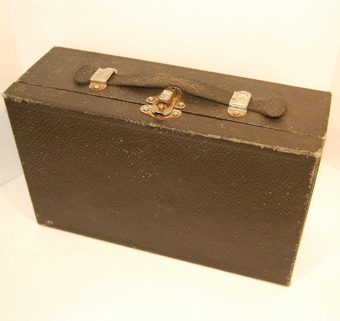 Чемоданчик для хранения вибратора (1902 год)