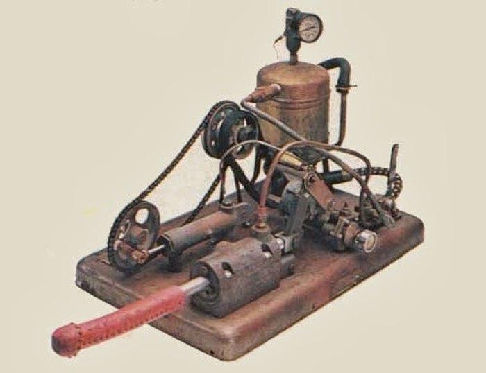 Одна из первых моделей вибраторов.