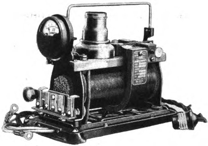 Аккумулятор для зарядки первых электровибраторов.