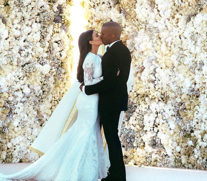 Стильное платье Ким Кардашян: 400 000 долларов