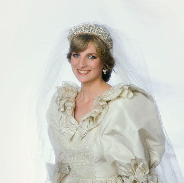 Принцесса Диана в свадебном наряде