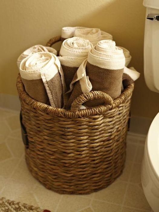 Удобное хранение в плетёной корзине