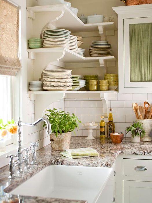 Зелень можно поставить на кухонном столе