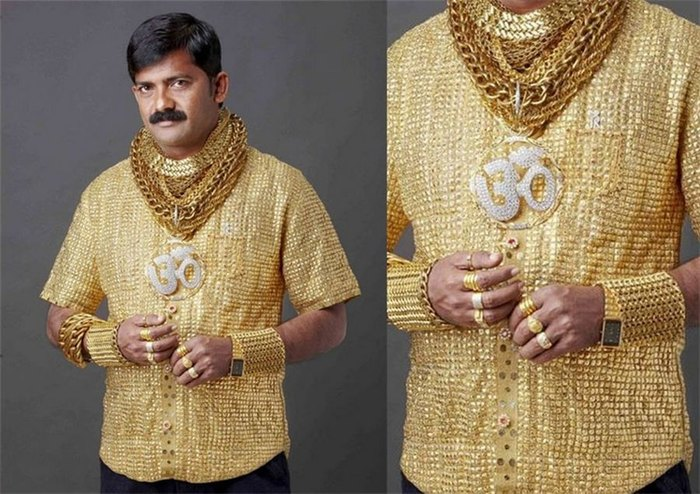 Индийский бизнесмен Датта Пхуге в своей золотой рубашке