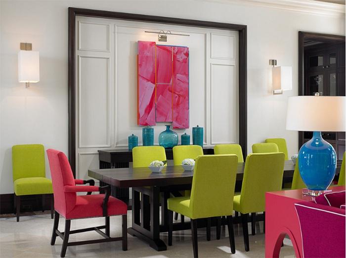 Отличное сочетание розового и зеленого в интерьере столовой, то что придется по душе и порадует.