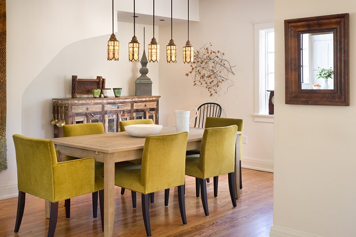 Коричневато-оливковые цвета в оформлении интерьера столовой создадут спокойную и умиротворенную атмосферу.