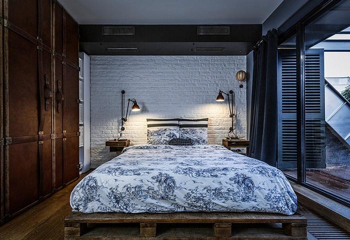 Прекрасный вариант декорировать кровать и поместить её на европоддон.
