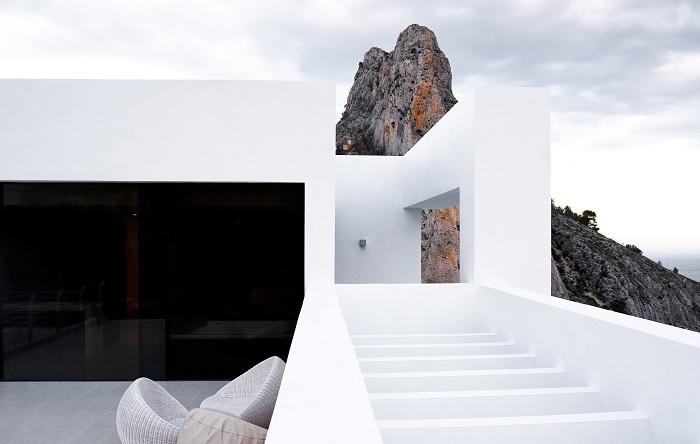 Карлос Жилярди спроектировал уникальный проект на берегу Средиземного моря.
