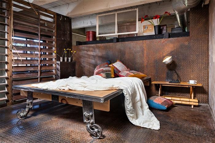 Промышленная привлекательность пространства с деревенскими штрихами - очаровательна.