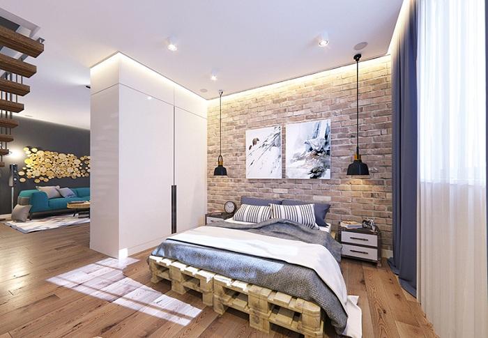 Спальня в стиле лофт дополнена деревянными полами и кирпичными стенами.