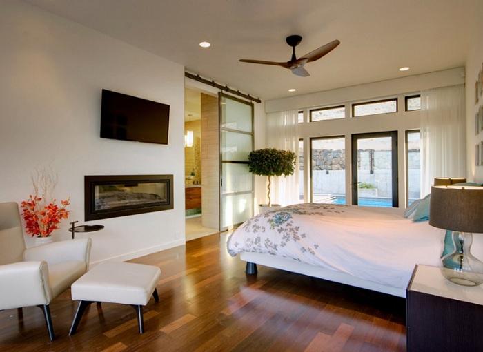 Легкие и симпатичные раздвижные двери в спальной создадут такую же необыкновенную атмосферу.