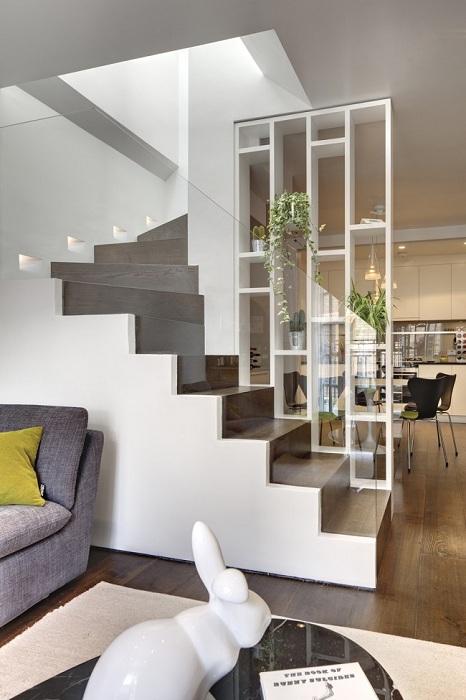 Прекрасний приклад декорування кімнати і зонування простору.