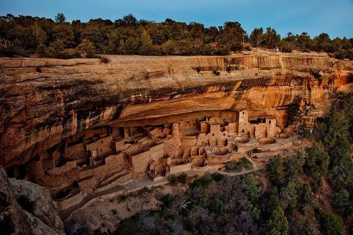 Меса-Верде – это один из самых удивительных и увлекательных национальных парков Америки, расположенный в юго-западной части штата Колорадо.