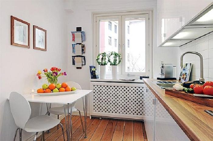 Декорирование небольшой кухни в отменных светлых тонах украсит и преобразит любой интерьер.