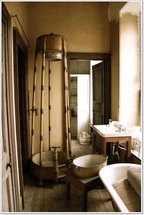 Оформление ванной комнаты в рустикальном стиле - это то, что поистине создаст массу положительных впечатлений.