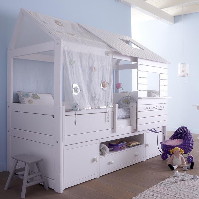 В такой кровати каждая девочка почувствует себя принцессой.