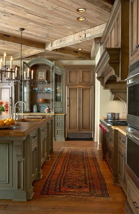 Интересный вариант оформления кухни с деревянными элементами, которые преобладают в её дизайне.