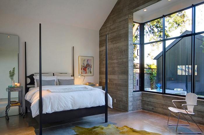 Прекрасное оформление спальни с кроватью в современном стиле.