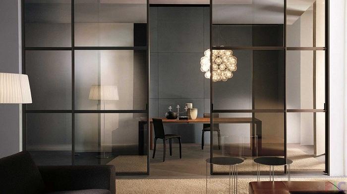 Красиве і стильне перетворення простору створено за рахунок симпатичної прозорою перегородки, що вразить.