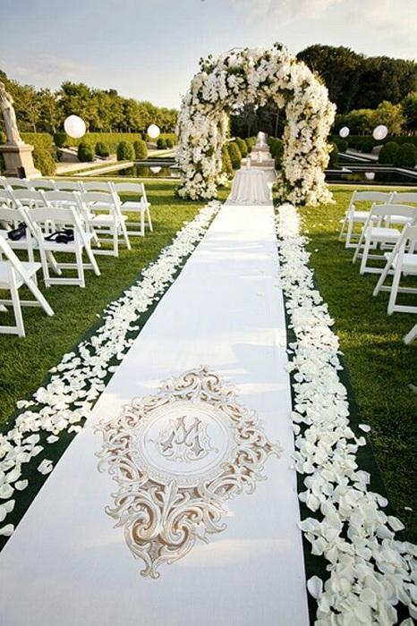 Отличный вариант отгулять свадебную церемонию на воздухе – то, что придется по душе многим любителям прогулок на свежем воздухе.