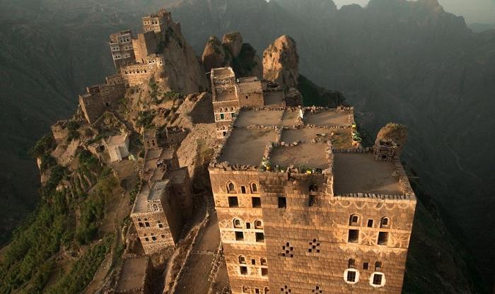 Наиболее сильно величественный дух йеменских гор можно прочувствовать в Харазе - исторической области к западу от Саны.