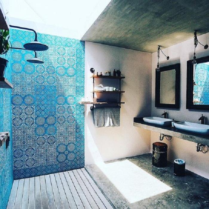 Интересный вариант создать нестандартную атмосферу в ванной комнате, то что понравится точно.