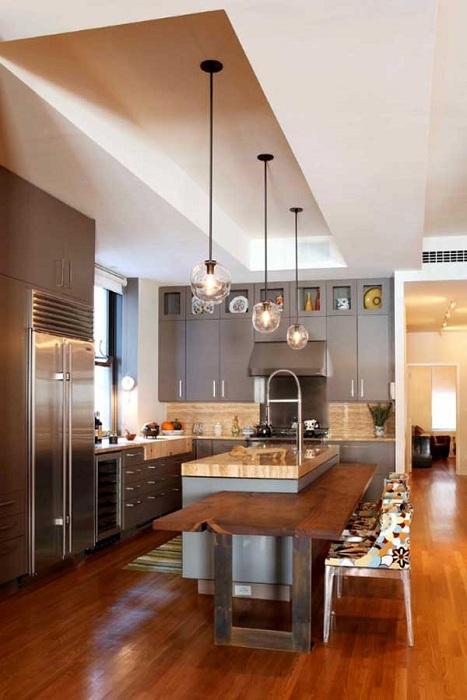 Красивые круглые люстры украсят любой даже самый простой интерьер кухни.