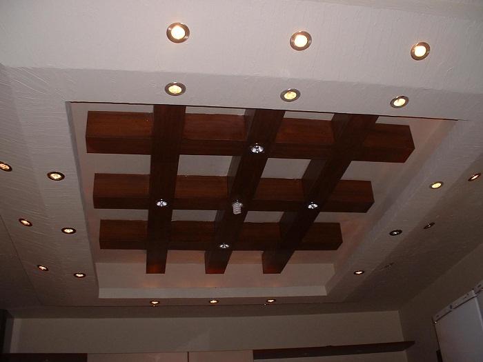 Отличный вариант декорировать оригинальным образом потолок, что создаст просто отличную атмосферу в комнате.