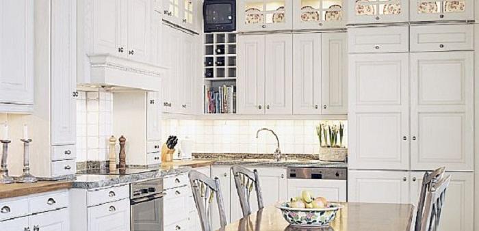 То что точно понравится, так это кухня оформленная в отличных светлых тонах, что создадут ощущение легкости.
