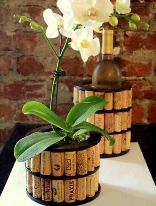 Симпатичный вариант создать интересный большой горшок для красивого цветущего цветка, что станет изюминкой любой комнаты.