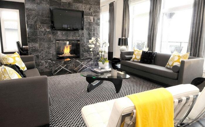 Прекрасная обстановка в комнате создана благодаря оригинальному интерьеру в желто-серых тонах.