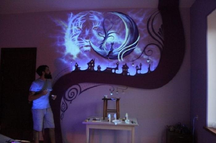 Магический рисунок на стене комнаты, очарует с первого взгляда.