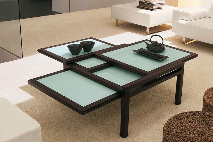 Прекрасный вариант благоустроить интерьер гостиной таким милым раздвижным столиком.