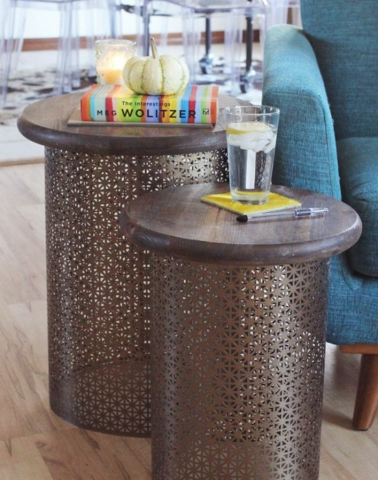 Столики кофейного цвета порадуют глаз своим необычным видом созданным при помощи прекрасного ажурного исполнения.