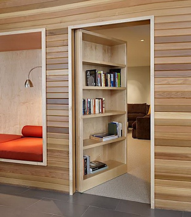 Хороший и удачный интерьер комнаты в светлых ореховых тонах.