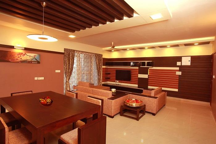 Потолок в шоколадном цвете, который выполнен в гарфированном исполнении, что смотрится очень красиво.