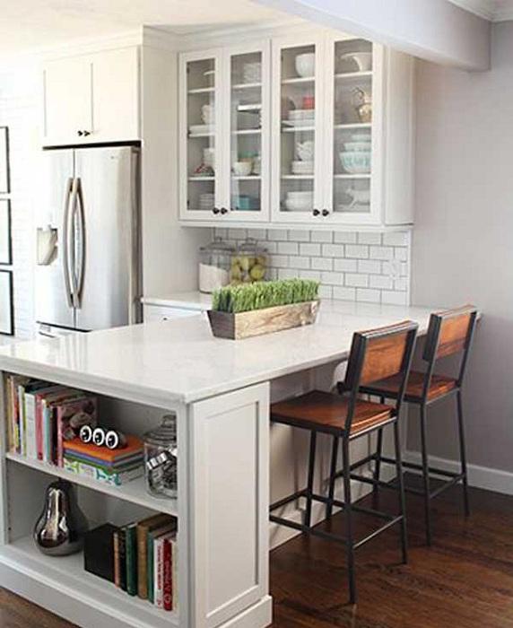 Красиво оформленное место на кухне в лучших традициях домашнего уюта.