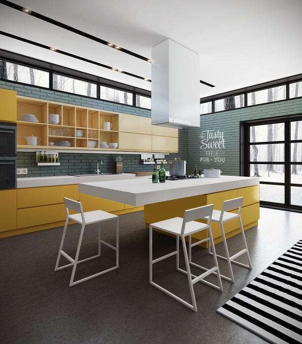 Комфортная кухня с серыми стенами и желтой мебелью.