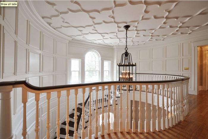Светлый потолок в интерьере, освежит любую комнату.