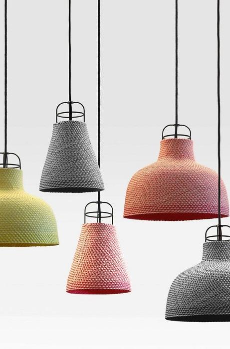 Хороший вариант обустроить комнату при помощи оригинальных плетенных ламп.