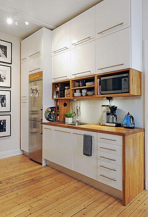 Отличный встроенный шкаф, что станет просто хорошим решением для декорирования кухни.