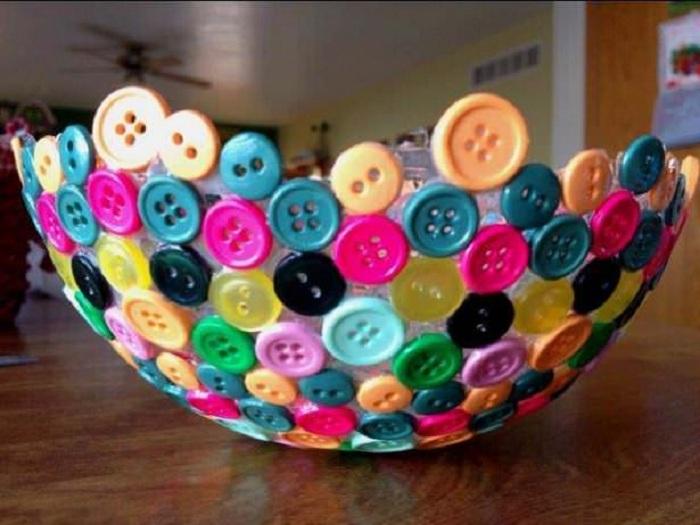 Симпатичный и яркий вариант преображения интерьера красивой вазой созданной своими руками.