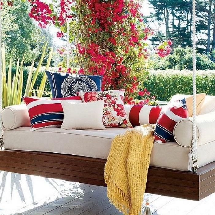 Такая подвесная кровать подарит универсальное чувство релаксации и заставит погрузиться в необыкновенную атмосферу.