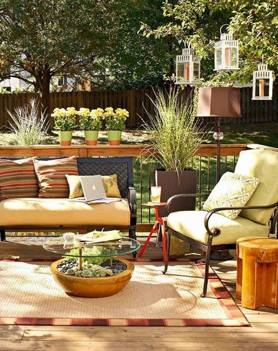 Просто самый лучший вариант обустроить сад при помощи кашпо, что в свою очередь создаст просто уютную обстановку.