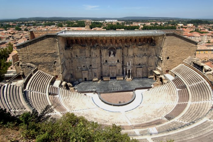 Античный театр d'Orange расположен в Оранже, Франция. Построен в начале 1 века нашей эры.